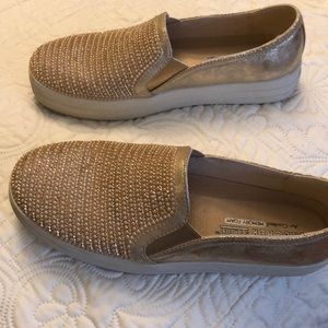 Sketchers street slip on leather shoes size 6.5